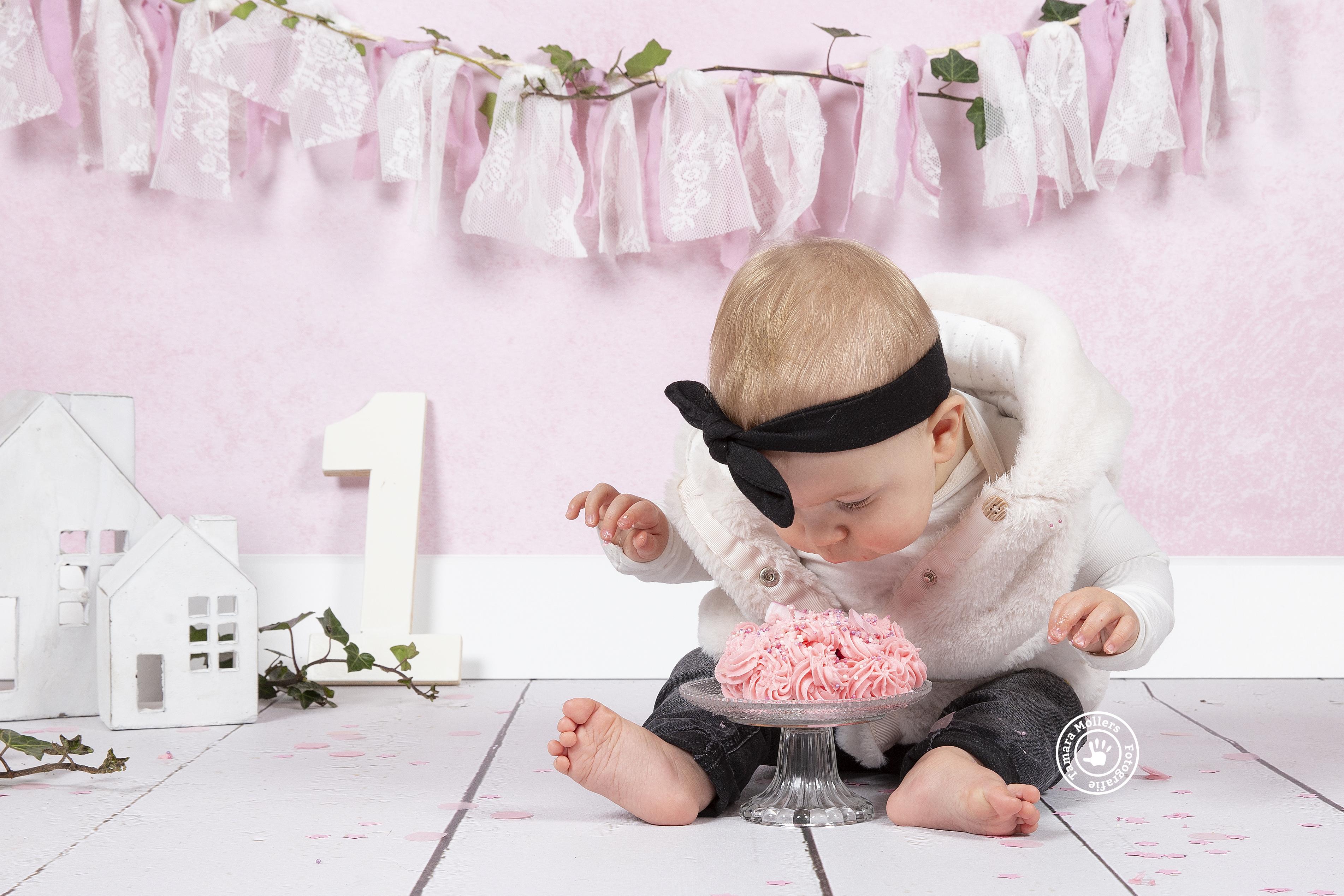 Cake Smash In De Studio En Ontwerp Uitnodiging